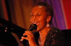 SUNDAY JAZZ LUNCH: Elaine Delmar
