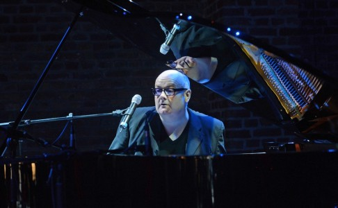 LIVE STREAMING TONIGHT: Ian Shaw sings and plays  David Bowie and Joni Mitchell